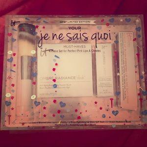 IT Cosmetics Limited Edition 4-Piece Makeup Set